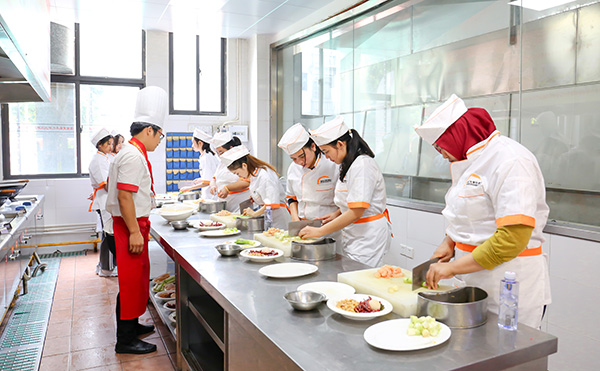 去新东方烹饪学校学厨师学费要多少?图片